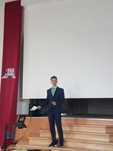 Moderator André
